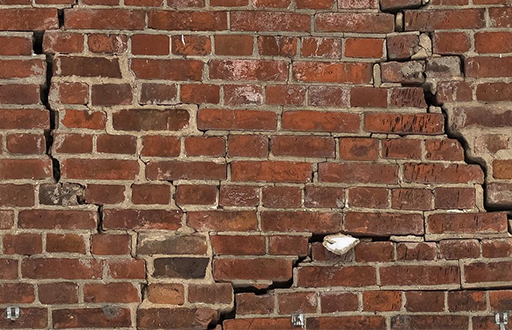 Large lateral crack in brickwall caused by thermal movement and lintel failure